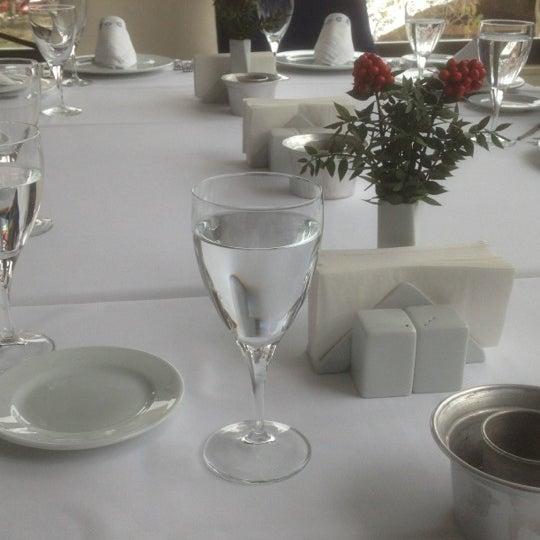 12/22/2012 tarihinde Visnapziyaretçi tarafından Foça Fish Gourmet'de çekilen fotoğraf