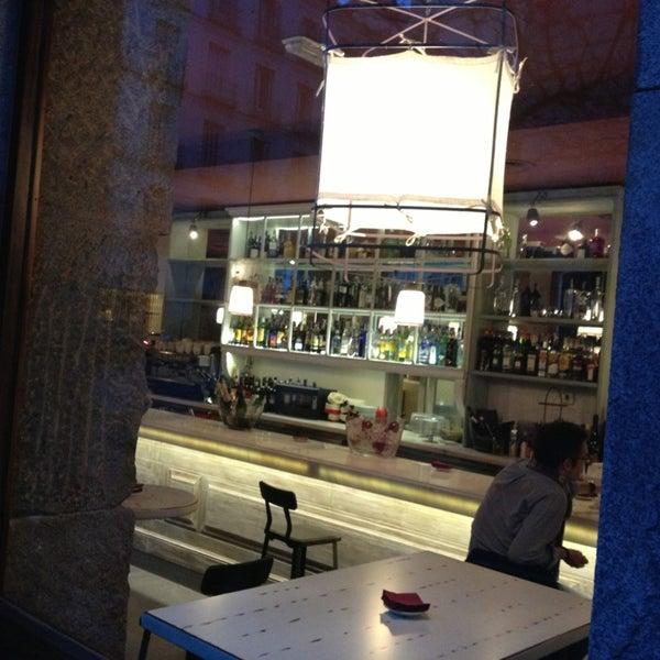 Foto tomada en a.n.E.l. Tapas & Lounge Bar por Angie M. el 3/15/2013