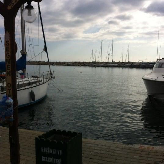 11/25/2012 tarihinde HiLziyaretçi tarafından Küçükkuyu Limanı'de çekilen fotoğraf