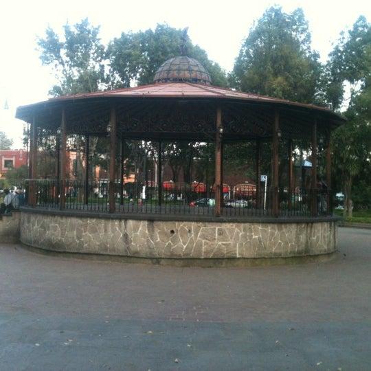 Photo taken at Jardín Hidalgo by Argel B. on 11/12/2012