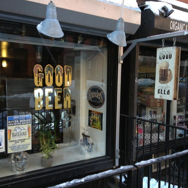 Photo taken at Good Beer NYC by AndresT5 on 2/10/2013