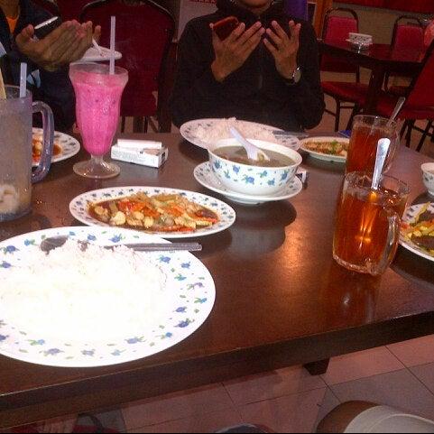 Photo taken at Restoran D'Warisan by Syahmi S. on 11/7/2012