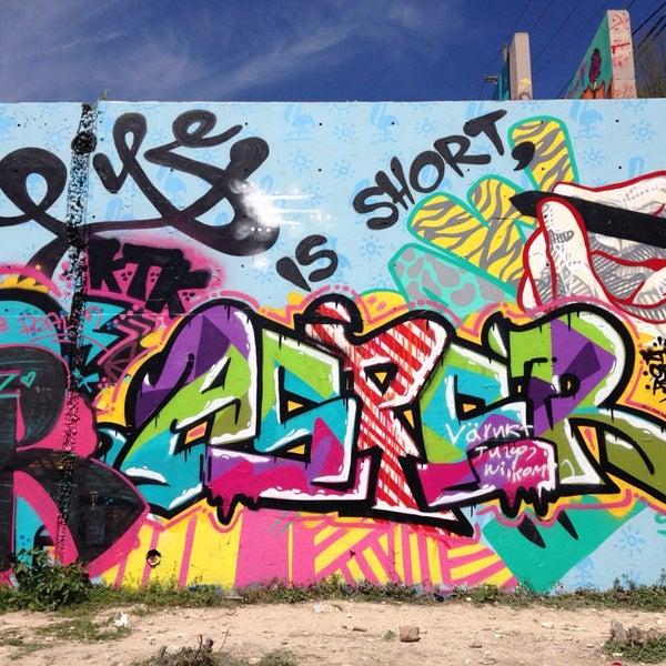 Baylor Street Art Wall: Austin, TX
