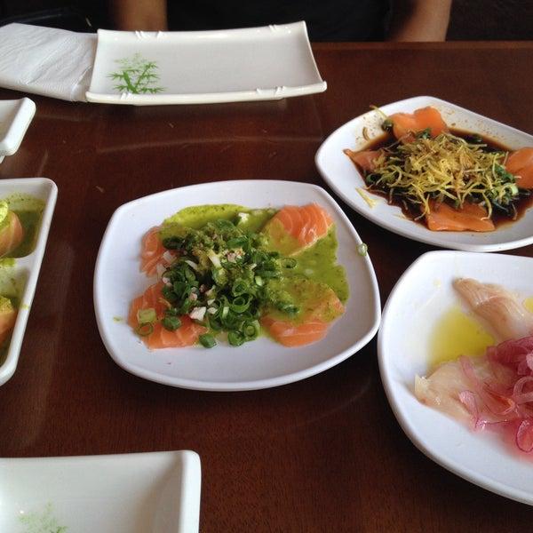 รูปภาพถ่ายที่ Saikou Sushi โดย Sandra Kawamura เมื่อ 2/6/2015