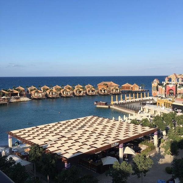 Foto scattata a Cratos Premium Hotel & Casino da 🔴 . il 9/26/2017