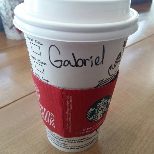 รูปภาพถ่ายที่ Starbucks โดย Gabriel P. เมื่อ 11/27/2017