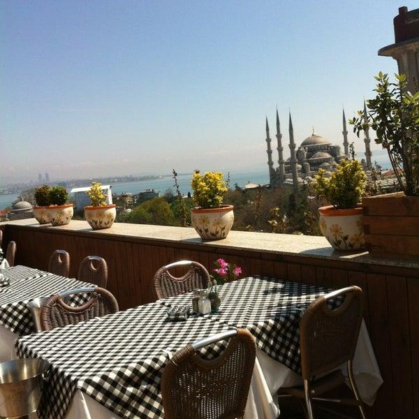 4/10/2013 tarihinde Irinka L.ziyaretçi tarafından Cozy Bar&Restaurant'de çekilen fotoğraf