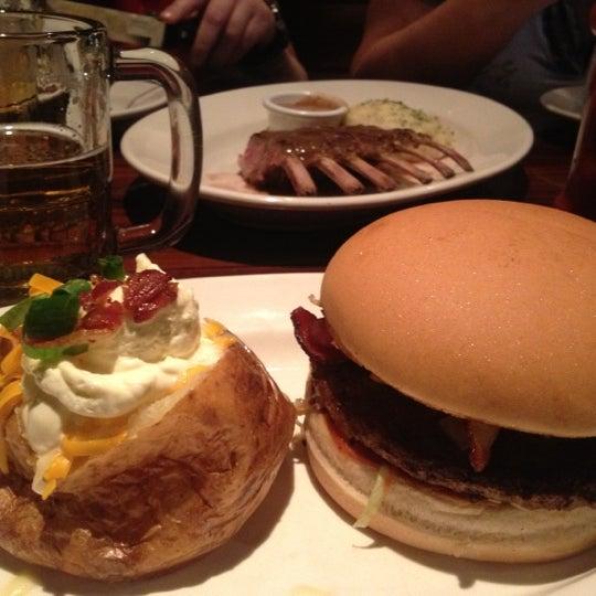 Foto tirada no(a) Outback Steakhouse por Cristiane E. em 11/20/2012