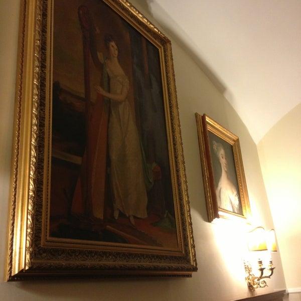 Foto scattata a Hotel Des Artistes da Tika™ il 3/25/2013