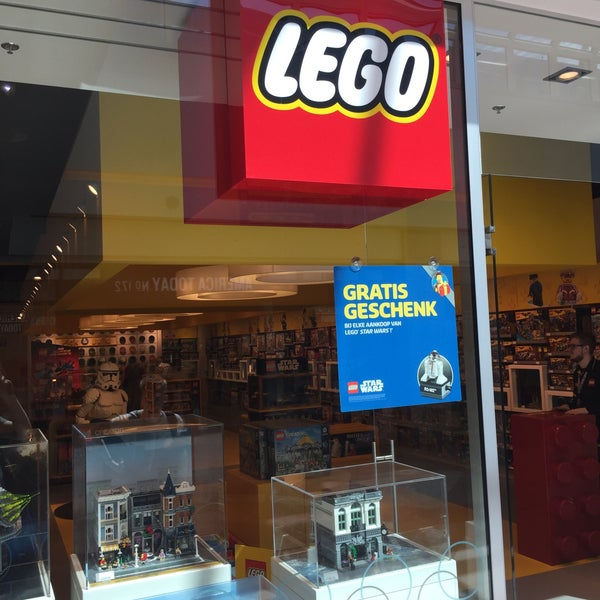 Photo taken at LEGO Store by Steven C. on 5/17/2017