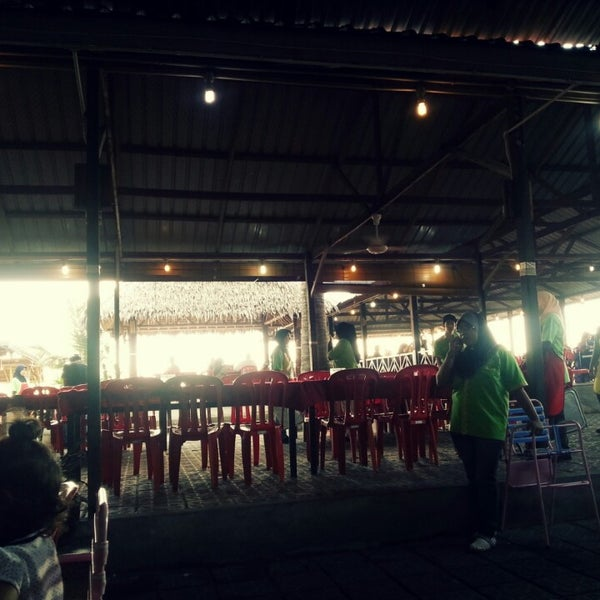 Photo taken at Aroma Ikan Bakar by Amy B. on 4/20/2013
