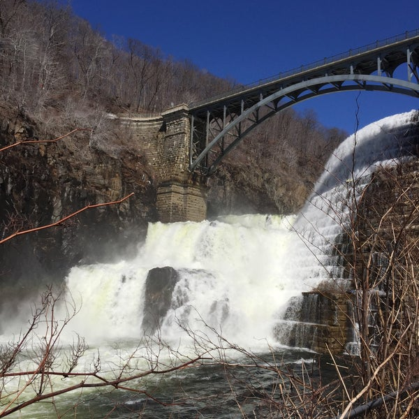 Photo taken at Croton Gorge Park by Phyo B. on 3/29/2015