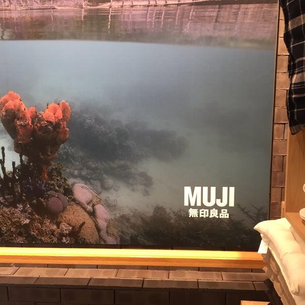 Das Foto wurde bei MUJI von Michal K. am 2/10/2018 aufgenommen