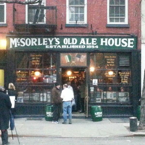 Photo prise au McSorley's Old Ale House par **Heath** le3/8/2014