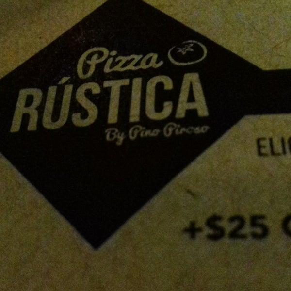 Foto tomada en Pizza Rustica por Mari R. el 2/15/2017