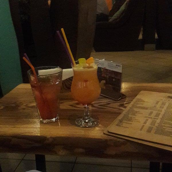 Здесь безумно вкусные коктейли, лимонады и Цезарь. Кальян просто волшебный и курится долго😊