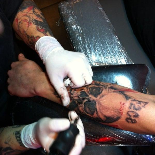 3/10/2013 tarihinde Levent C.ziyaretçi tarafından Elephant Tattoo & Piercing'de çekilen fotoğraf