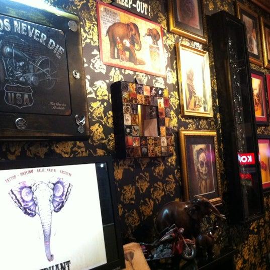 10/18/2012 tarihinde Levent C.ziyaretçi tarafından Elephant Tattoo & Piercing'de çekilen fotoğraf