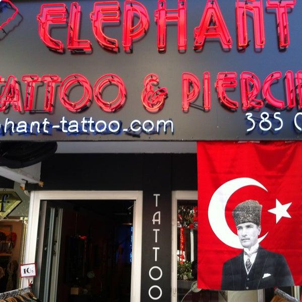 5/19/2013 tarihinde Levent C.ziyaretçi tarafından Elephant Tattoo & Piercing'de çekilen fotoğraf