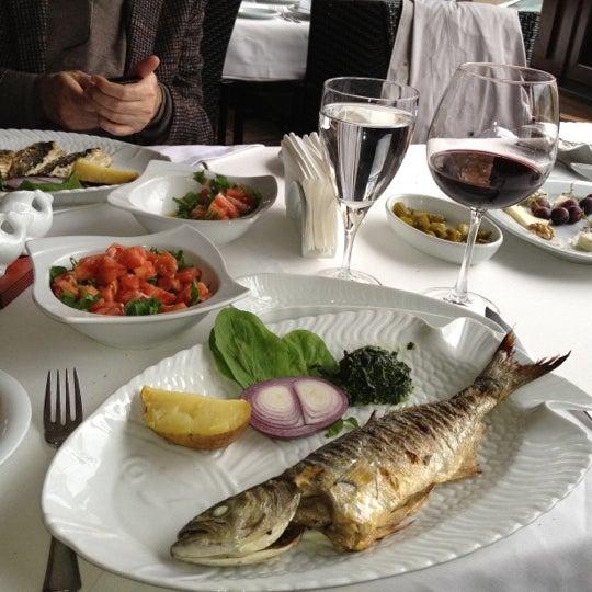 12/4/2012 tarihinde Sinanziyaretçi tarafından Kalkan Balık Restaurant'de çekilen fotoğraf