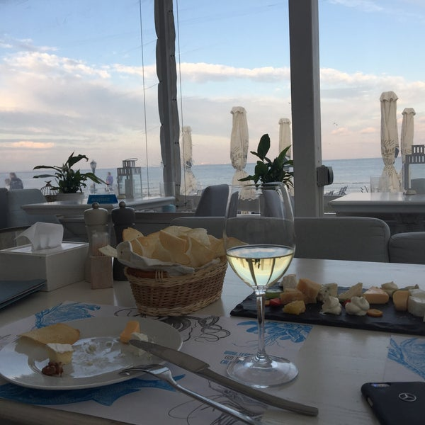Снимок сделан в Terrace. Sea view пользователем Traveler 9/22/2017