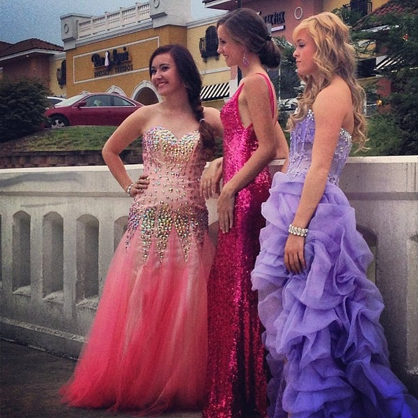 RaeLynn\'s Boutique Prom Dresses - 2 tips