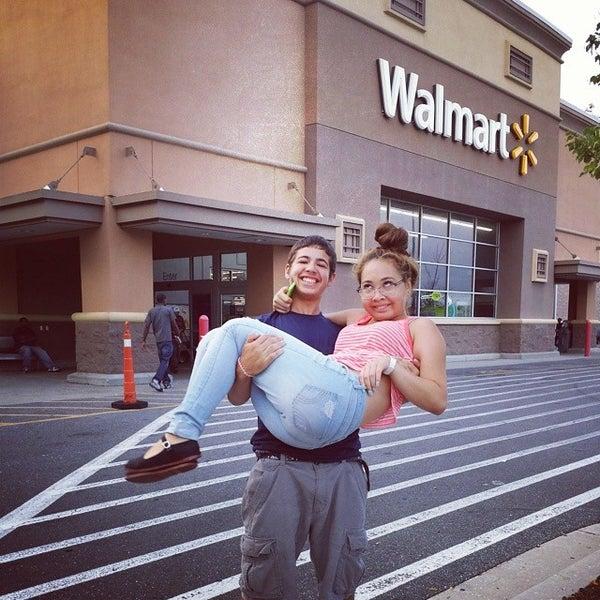 Das Foto wurde bei Walmart von Annie W. am 7/20/2014 aufgenommen