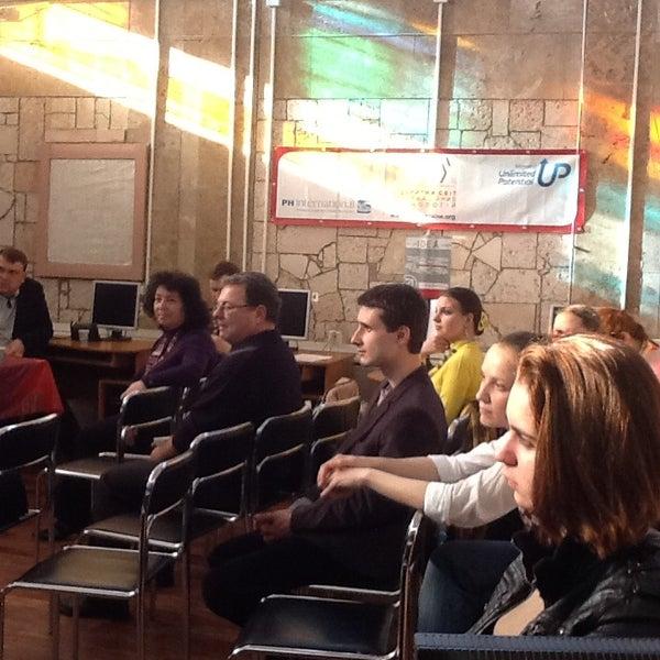 Снимок сделан в Центральная библиотека им. Кропивницкого / Kropyvnytsky Public Library пользователем Олександр М. 4/18/2013