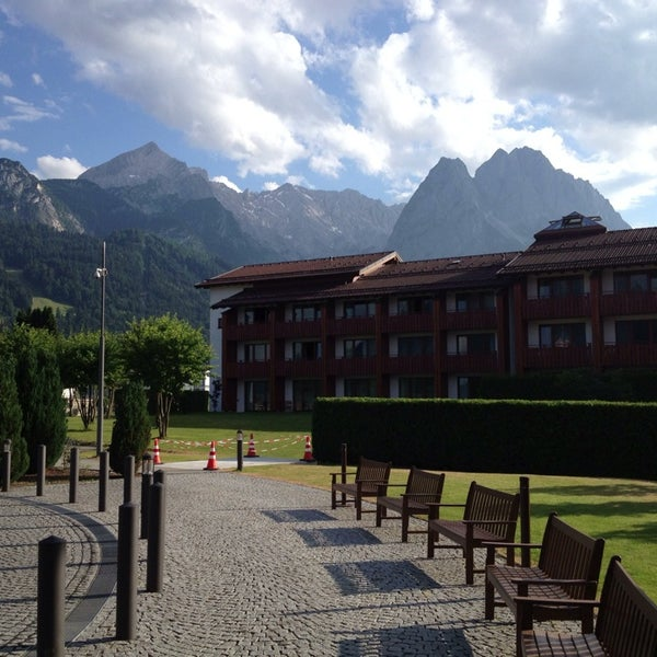 Photo taken at Edelweiss Lodge and Resort by Nicholas R. on 7/25/2013