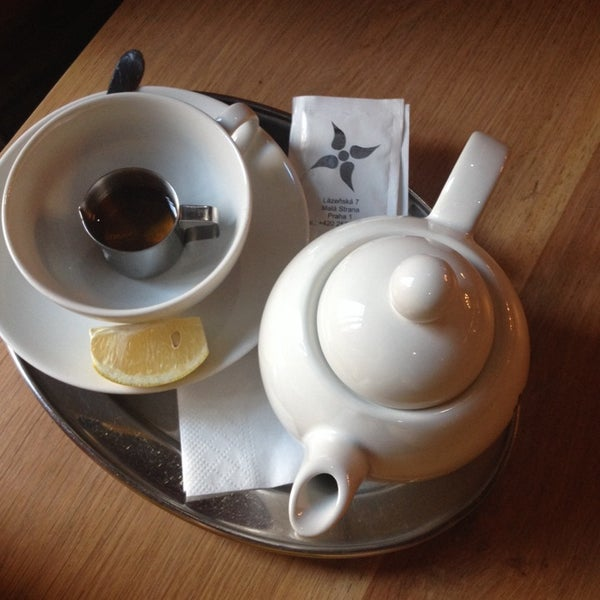 Great fresh ginger/zazvor tea with a cute honey cup. Blueberry cheesecake was nicely thick