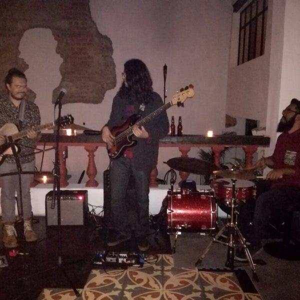 Los Miércoles en la noche el ambiente está muy padre, la banda que toca es buenísima.