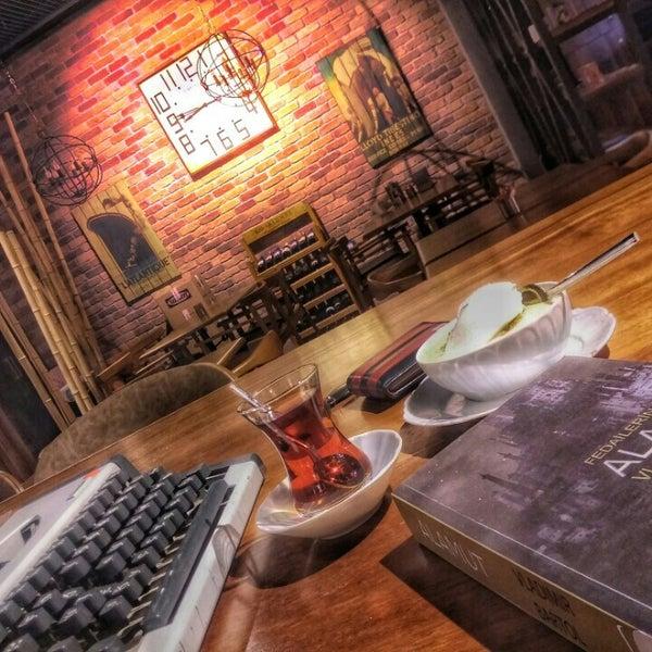 10/24/2015 tarihinde Mehmet H.ziyaretçi tarafından Ugi's Cafe & Bistro'de çekilen fotoğraf