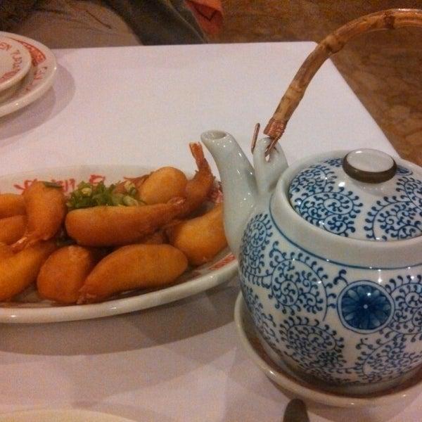 Снимок сделан в Golden Plaza Chinese Restaurant пользователем Elida G. 5/19/2013