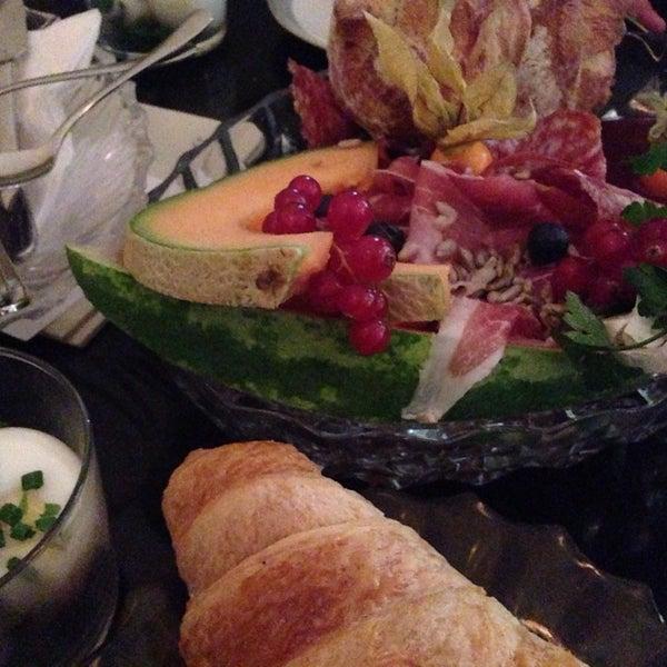 Das Foto wurde bei Café Maingold von Lisa D. am 4/27/2014 aufgenommen