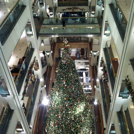 Photo taken at 900 North Michigan Shops by Savitre on 12/8/2012