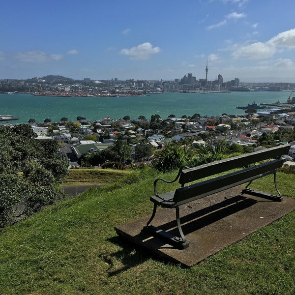 Where's Good? Holiday and vacation recommendations for Auckland, Neuseeland. What's good to see, when's good to go and how's best to get there.