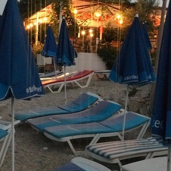 Plajlar içerisinde işletmesi en saygılı en düzgün işletilen yer! Deniz muhteşem zaten Kesinlikle gidin 👌