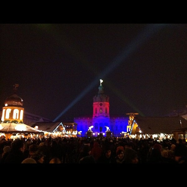 Photo taken at Weihnachtsmarkt vor dem Schloss Charlottenburg by Jennifer D. on 12/8/2012