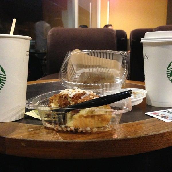 Photo taken at Starbucks by Luis G. on 1/16/2013