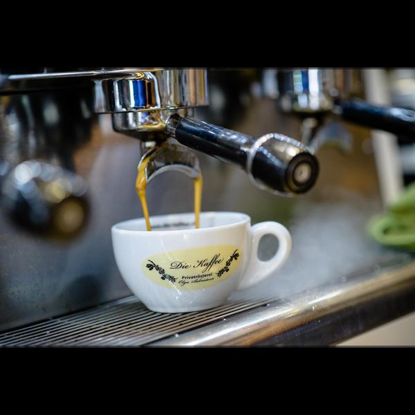 Das Foto wurde bei Die Kaffee Privatrösterei von Business o. am 8/15/2017 aufgenommen
