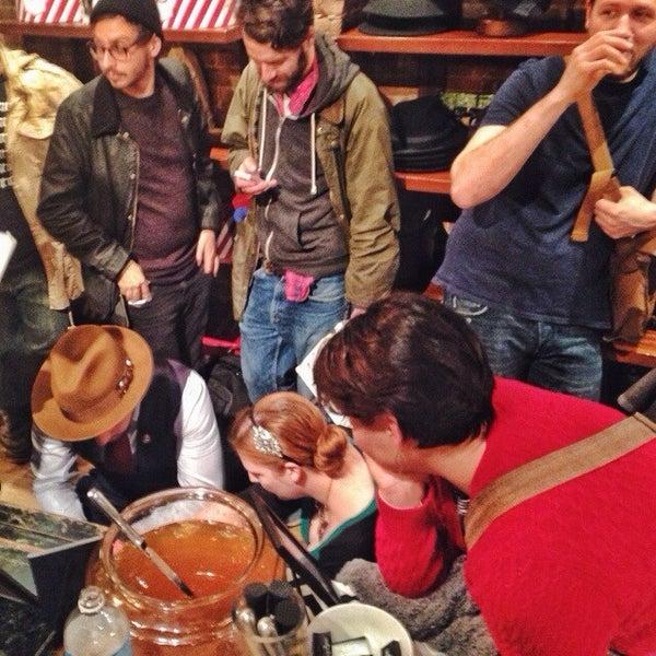 Снимок сделан в Goorin Bros. Hat Shop - West Village пользователем Anthony T. 12/6/2013