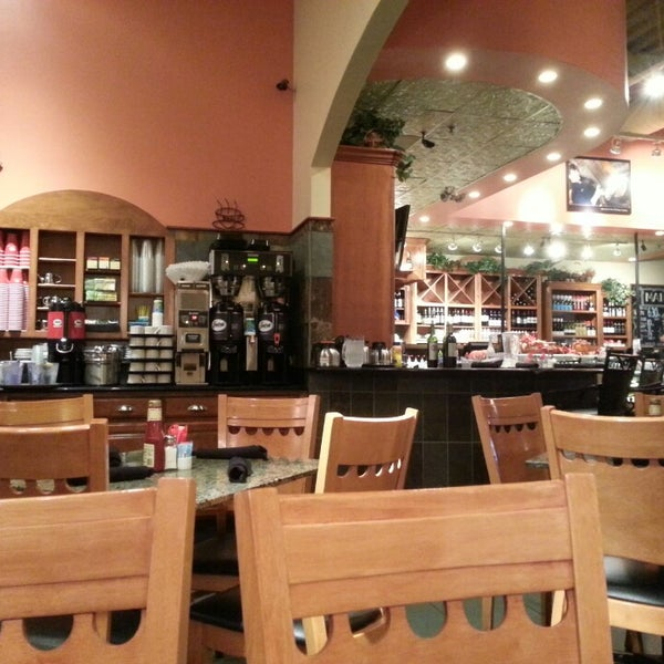 Photo taken at Main Street Bistro and Bakery by Lucia Hesty S. on 10/18/2013