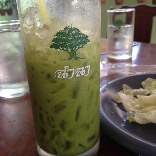 Photo taken at ร้านอาหารฉำฉา by Runchae D. on 10/30/2012