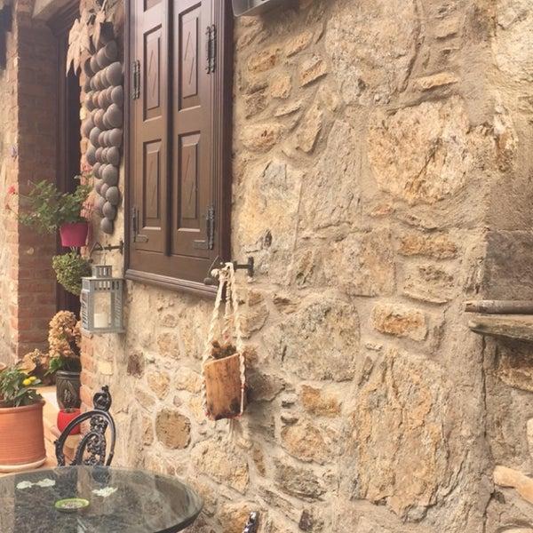 10/1/2017 tarihinde Türkan K.ziyaretçi tarafından Üzüm Cafe'de çekilen fotoğraf