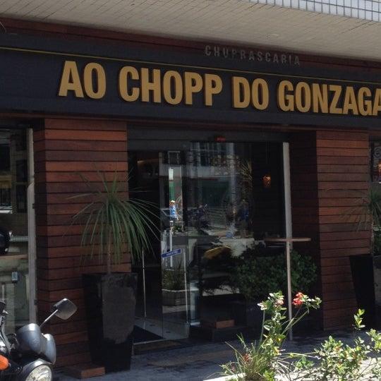 Foto tirada no(a) Ao Chopp do Gonzaga por Paulo Henrique B. em 3/20/2012