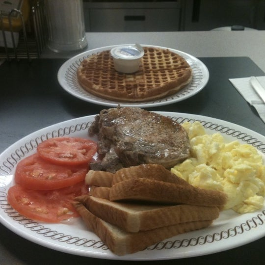 Photo taken at Waffle House by Antoine J. on 10/6/2011