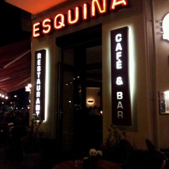 Das Foto wurde bei Cafe Esquina von Henrik S. am 9/23/2011 aufgenommen