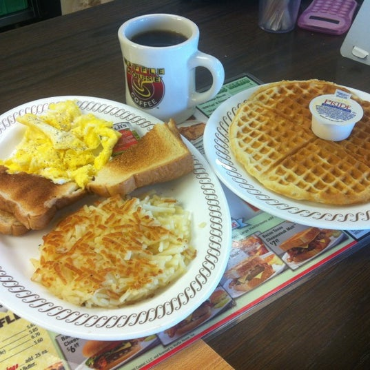 Photo taken at Waffle House by Hamid A. on 8/22/2012