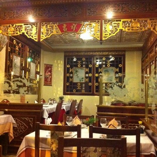 Снимок сделан в Golden Plaza Chinese Restaurant пользователем Raquel E. 8/11/2011