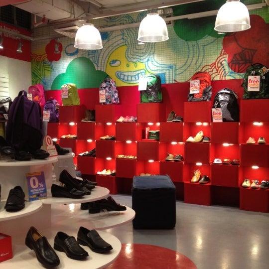 Shoe Store U District Seattle